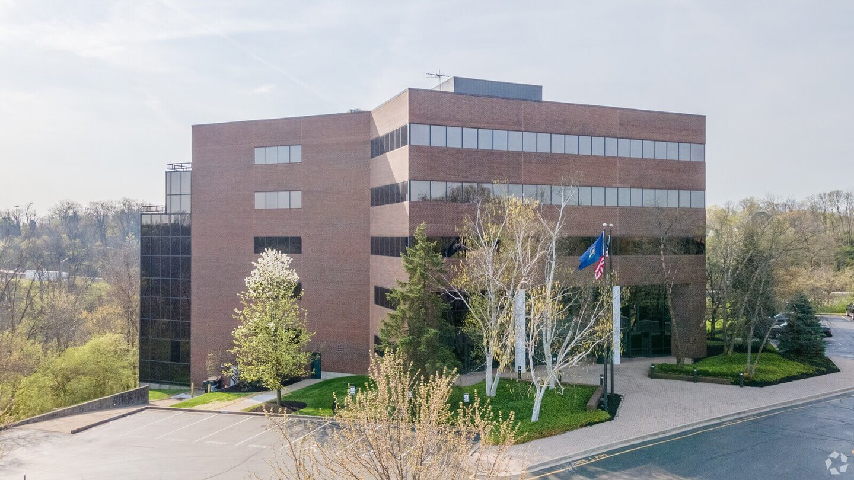 250 Grandview Exterior Building View